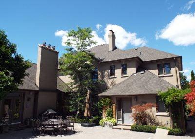 luxury-home-roof-backyard